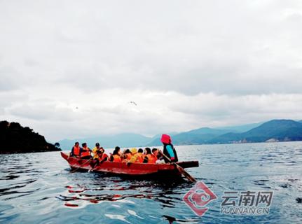 丽江泸沽湖畔:村民吃上旅游饭 脱贫门路宽