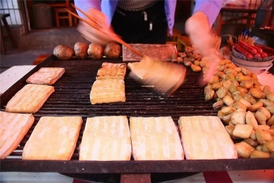 云南人的冬天,除了烤火,还在烤······