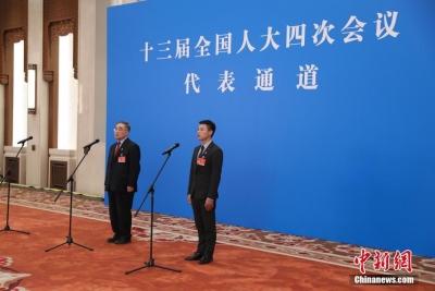 代表通道里,讲述中国最生动的形象