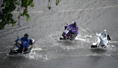 直播   河南郑州暴雨 直击晚高峰现场