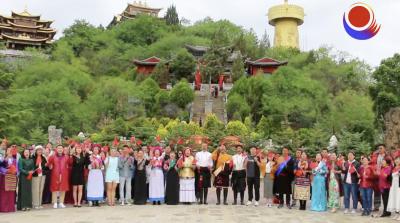 视频   庆祝中国共产党成立100周年 放歌香格里拉