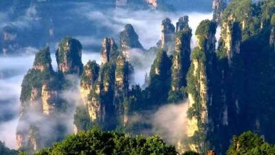 """张家界所有景区景点今天上午关闭,新疆部分地区""""暂缓接待""""上海游客"""
