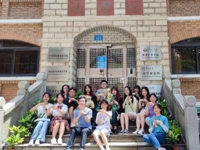 点赞!彝族姑娘余庆龄收到了北京大学经济法学博士的录取通知书!