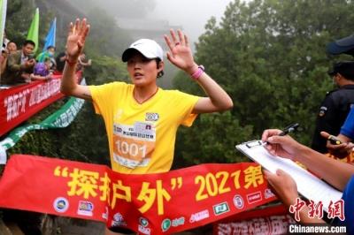 第35届泰山国际登山比赛鸣枪开赛