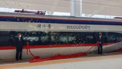 """""""澜沧号""""动车组运抵老挝万象 即将投入中老铁路动态检测"""