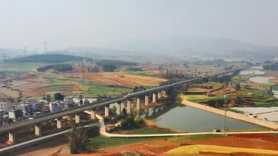 创历史新高 国庆首日云南铁路开行客车突破200对