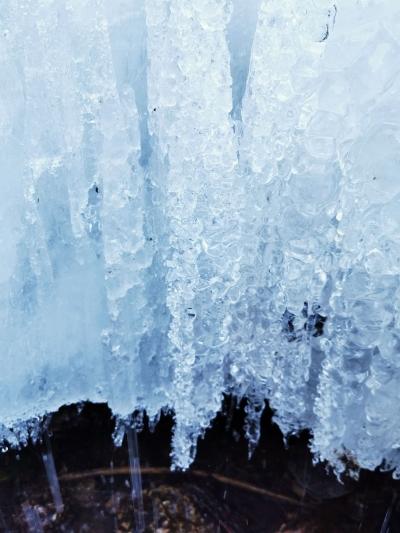 【组图+视频】壮观!旅游爱好者今日在丽江拍到罕见冰瀑