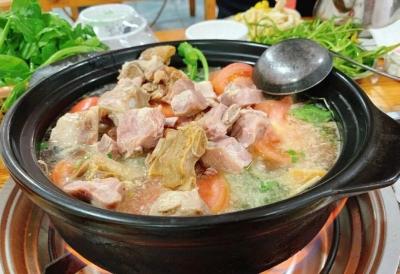 【吃货在丽江】到丽江,你的饭桌怎能少了这一锅化不开的浓香?