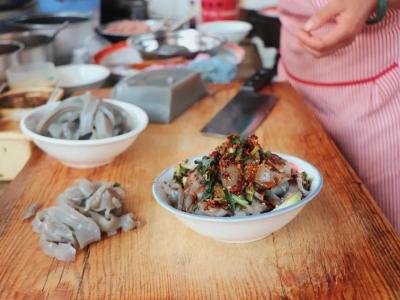 美食推荐丨在丽江,一年四季都爱吃一碗鸡豆凉粉!