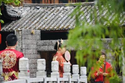 春暖花开 丽江欢迎您|束河古镇旅拍受欢迎 年累计接拍超10万对