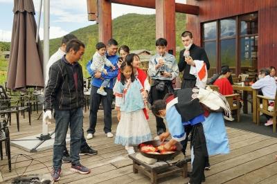 中秋小长假:丽江节日氛围浓 景区游人乐融融